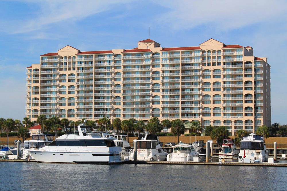 Yacht Club Villas
